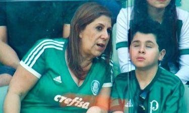 Συγκινεί η μητέρα που περιγράφει τους αγώνες στον τυφλό γιο της