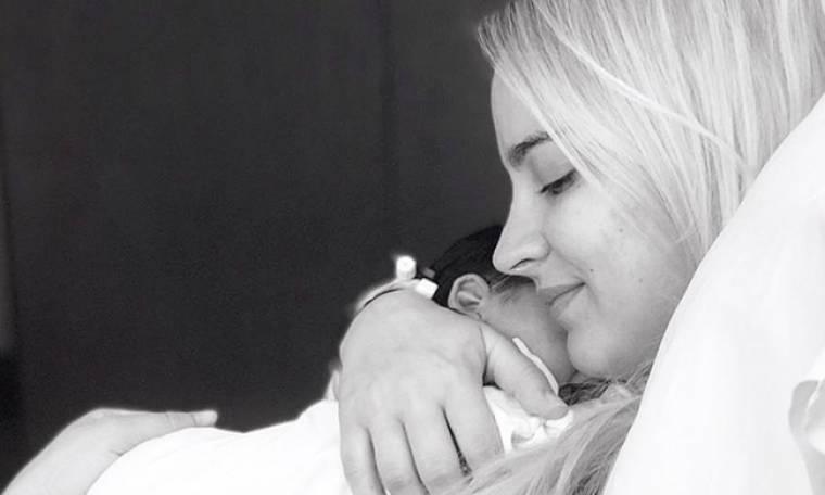 Άννυ Πανταζή: Νέες φωτογραφίες της όμορφης μανούλας μέσα από το μαιευτήριο!