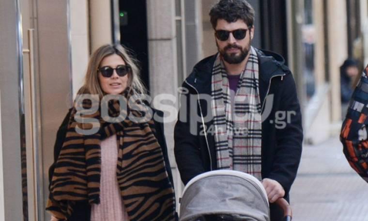 Γιώργος Λαμπαθάκης-Χριστίνα Οικονόμου: Η πρώτη βόλτα με τη νεογέννητη κόρη τους!