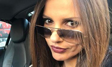 Ελένη Καρποντίνη: Ποζάρει χωρίς μακιγιάζ με τον σούπερ ήρωά της!