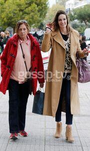Η Εύα Λάσκαρη με τη μητέρα της στη Γλυφάδα