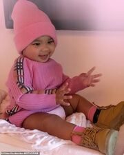 Khloe Kardashian: Η κόρη της έγινε 10 μηνών και φορά ήδη πανάκριβα ρούχα!