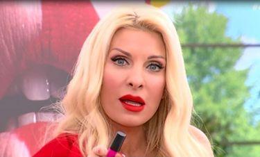 Ελένη: Ντυμένη στα κόκκινα φώναζε «Σ' αγαπώ» - Η συμβουλή της σε όλες τις ερωτευμένες γυναίκες