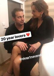Είκοσι χρόνια lovers! Η τρυφερή στιγμή της Δέσποινας Βανδή στα… πόδια του Ντέμη