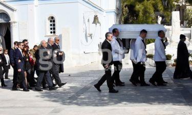 Νίκη Λειβαδάρη: Ράγισαν καρδιές στο τελευταίο αντίο! Συντετριμμένος ο πατέρας!