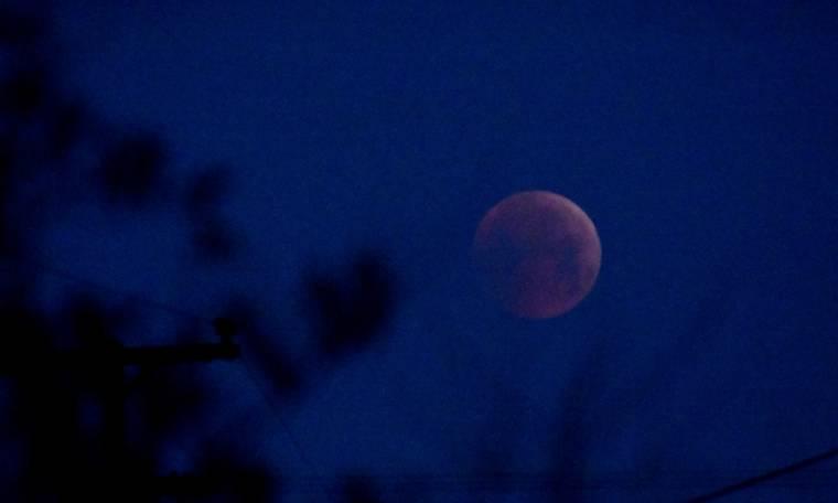 «Σούπερ χιονισμένη σελήνη»: Γιατί αποκαλείται έτσι η υπερπανσέληνος Φεβρουαρίου;