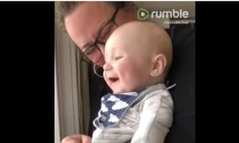 Θα λιώσετε με αυτό το μωρό