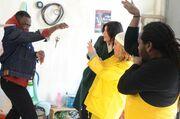 Πέτα τη φριτέζα: Το θέατρο του παραλόγου ξεκινά για μία ακόμη φορά στο χωριό