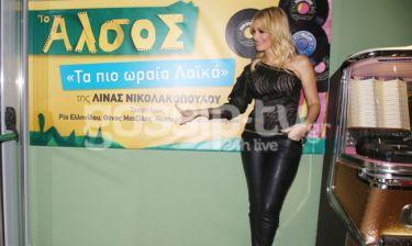Όταν η Νατάσα Θεοδωρίδου τραγούδησε τα... πιο ωραία λαϊκά της Νικολακοπούλου! (pics)