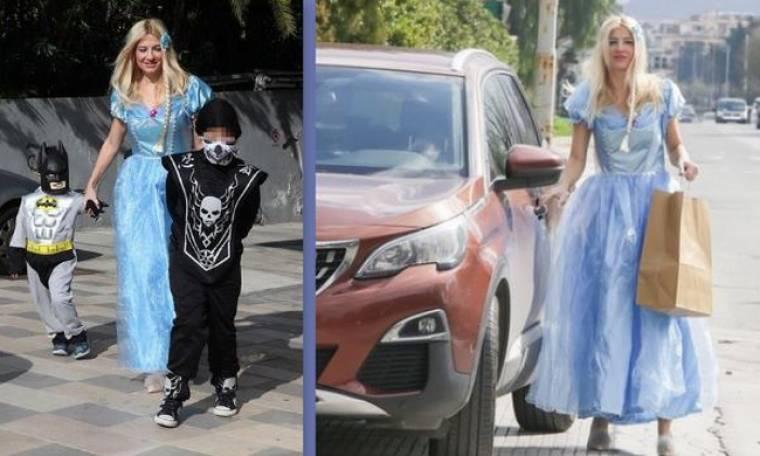 Η Φαίη Σκορδά μεταμφιέστηκε σε «πριγκίπισσα Έλσα» και πήγε σε αποκριάτικο πάρτι με τους γιους της