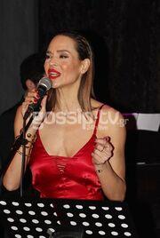 «Νύχτα στάσου...» με την Νικολέτα Καρρά - Φωτιά στα κόκκινα η ηθοποιός