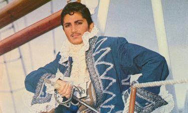 Απίστευτο κι όμως αληθινό! Ποια είναι η «μασκαρεμένη» τραγουδίστρια της φωτογραφίας, 29 χρόνια πριν;