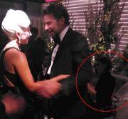 Lady Gaga - Μπάντλεϊ Κούπερ: Οι αγκαλιές μπροστά στα μάτια της Ιρίνα Σάικ