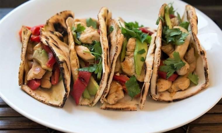 Wrap με πικάντικο κοτόπουλο και αβοκάντο