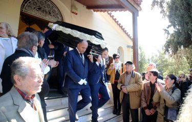 Θλίψη στο τελευταίο αντίο στον Φαίδωνα Γεωργίτση! (vid)