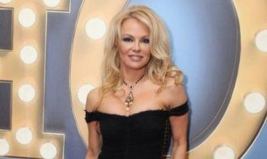 Η Ελληνίδα πεθερά της Pamela Anderson τής έμαθε να φτιάχνει ντολμαδάκια