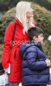 Φαίη Σκορδά: Βόλτα με τον γιο της, Γιάννη!
