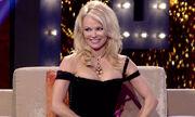 Pamela Anderson: «Είναι δύσκολο να αποκαλέσω τον εαυτό μου sex symbol»