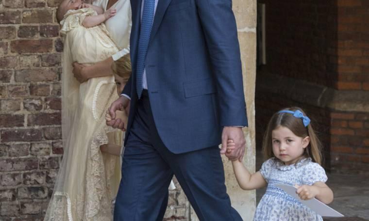 O πρίγκιπας William φτιάχνει τα μαλλιά της Charlotte και μάντεψε από που παίρνει ιδέες