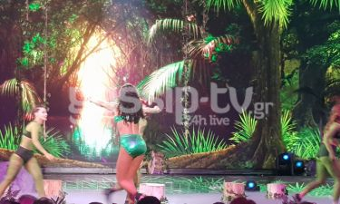 YFSF: Αγνώριστη η Στικούδη συνέχισε το twerking και μετά το τέλος του act ως Nicki Minaj (Videos)