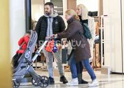 Γιώργος Γιαννιάς: Βόλτα με την εγκυμονούσα σύζυγό του