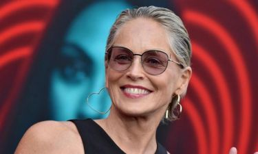 H 61 ετών Sharon Stone απενοχοποιεί τις ρυτίδες και την κυτταρίτιδα με τον πιο sexy τρόπο