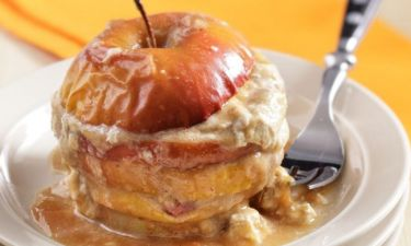 Φουρνιστά μήλα γεμιστά με χαλβά