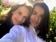 Η Πέγκυ Σταθακοπούλου στην παρέλαση με την κόρη της