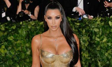Η Kim Kardashian «κολάζει» με το αποκαλυπτικό της κορμάκι - Σέξυ κι όποιος αντέξει