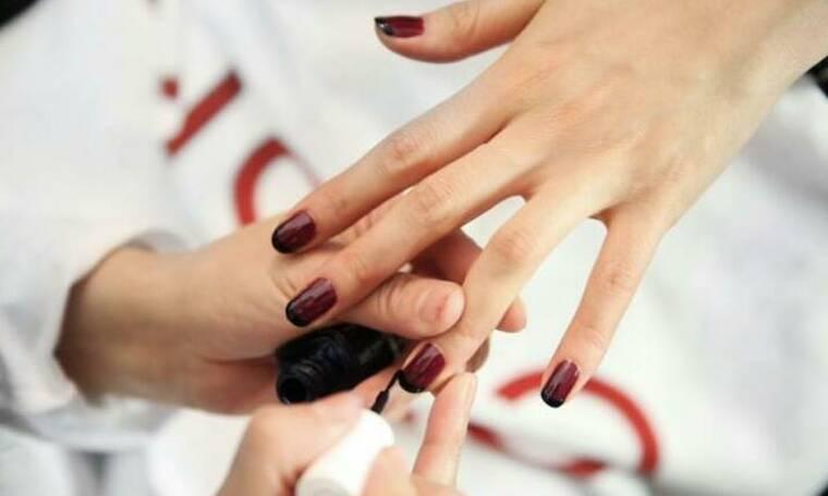 Gradient Nails: Το μανικιούρ που μπορείς να κάνεις μόνη σου και αποτελεί την πιο hot τάση
