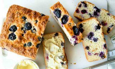 Κεκάκι με γιαούρτι και blueberries