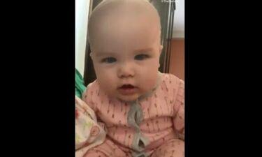 Οι απίστευτες αντιδράσεις του μωρού όταν το βιντεοσκοπούν