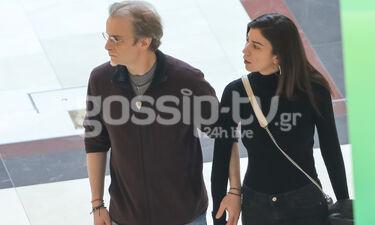 Ο Μίλτος Πασχαλίδης με τη συνοδό του σε εμπορικό κέντρο