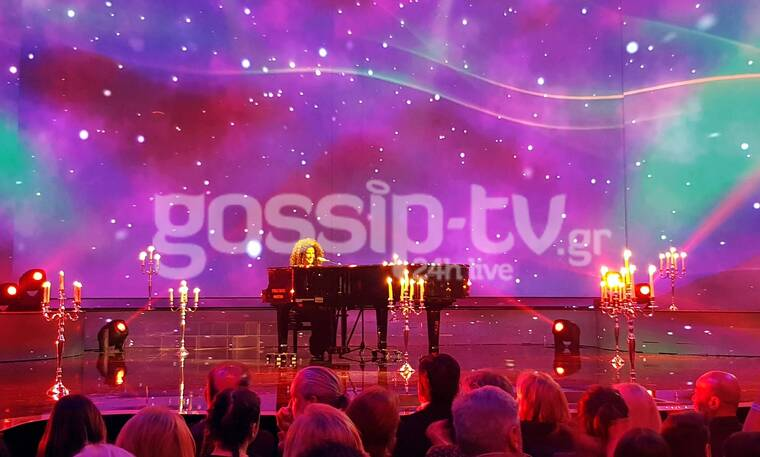 YFSF Ημιτελικός: Παίζοντας live πιάνο στη σκηνή η Χρύσπα