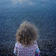 Η κορούλα του στην παραλία