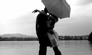 Νέος έρωτας στην ελληνική σόουμπιζ! Άλλον «χρέωναν» στη γνωστή ηθοποιό, με άλλον είναι ζευγάρι