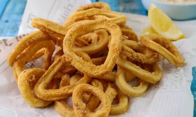 Καλαμάρι τηγανιτό με ταραμοσαλάτα που «τρελαίνει» το στόμα
