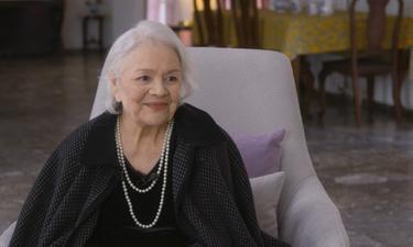 Η Μαίρη Λίντα τραγουδά στο Γηροκομείο όπου βρίσκεται ακμαία και χαμογελαστή (video)