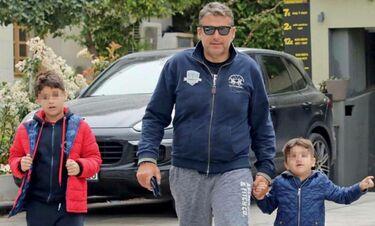 Ο Γιώργος Λιάγκας στην Τήνο με τα παιδιά του - Οι πρώτες βουτιές! (photos)