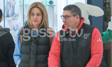 Άκης Παυλόπουλος: Σπάνια εμφάνιση! Βόλτα με τη σύζυγό του και τον γιο τους (photos)