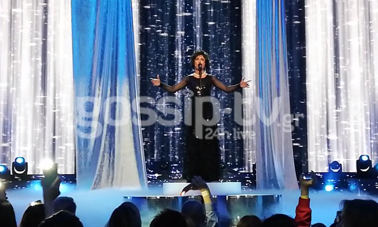 YFSF: H φιναλίστ Μελίνα Μακρή ως Whitney Houston στη σκηνή του τελικού (video)