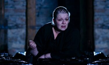 Φωτεινή Μπαξεβάνη: «Το θέατρο με κάνει καλύτερο άνθρωπο»