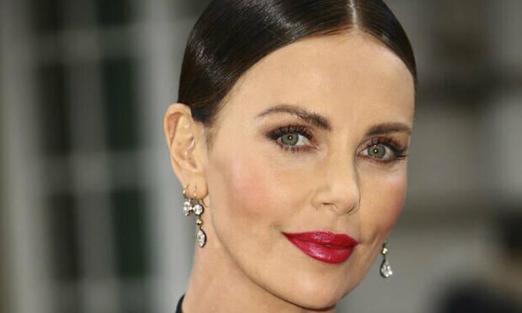 Charlize Theron-Angelina Jolie: Η άγνωστη κόντρα και το απρόσμενο σχόλιο της ηθοποιού για την Angie