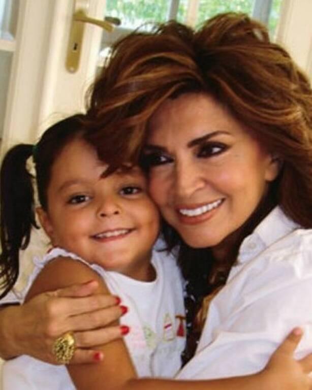 Η Μιμή Ντενίση με την Μαριτίνα σε μικρή ηλικία