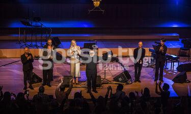 Συγκλονιστικός ο Θάνος Μικρούτσικος στη συναυλία του στο Μέγαρο (photos)