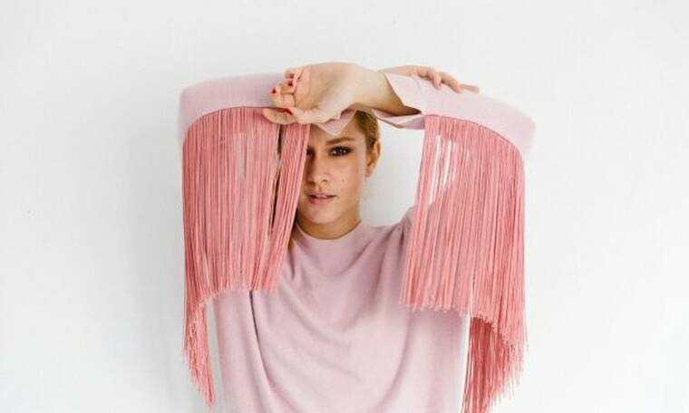 Kωνσταντίνα Κωνσταντινίδη: «Αν νιώθω καλά μέσα μου, νιώθω καλά μέσα σε οποιοδήποτε ρούχο»