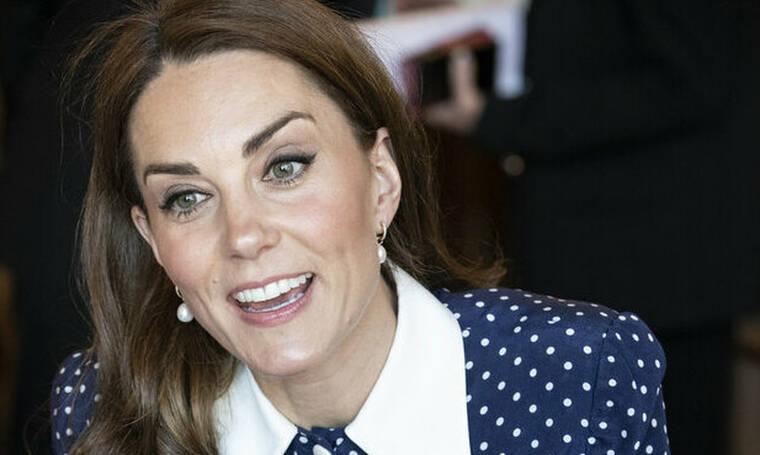 H Kate Middleton σε σπάνια πόζα: Μας αποκάλυψε τα γυμνασμένα και λεπτά πόδια της (pics & video)