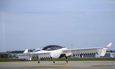 Επίσημο! Παρουσιάστηκε το πρώτο ιπτάμενο ταξί! (photos+video)