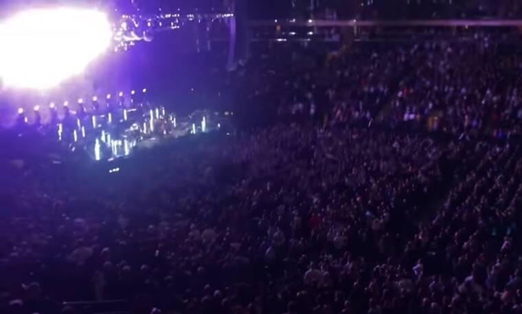 Επικό! Διάσημος τραγουδιστής έβρισε άγρια θεατές σε συναυλία του! «Να πάτε να γαμ…» (photos+video)
