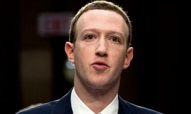 Mark Zuckerberg: Ο ιδρυτής του Facebook ήρθε στην Αθήνα και ποζάρει στην Ακρόπολη (photos)